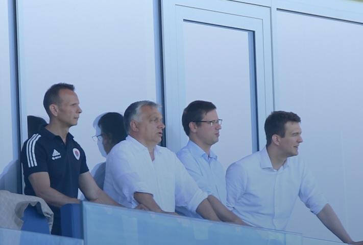 Orbán még nem tart a második hullámtól – focimeccsre ment a nagy bejelentés előtt