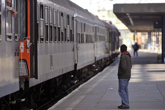 Elromlott egy sorompó, óriási késések vannak az egyik fő vasútvonalon