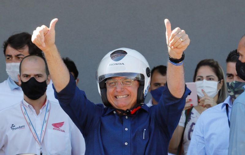 Bolsonaro fittyet hány a járványügyi előírásokra