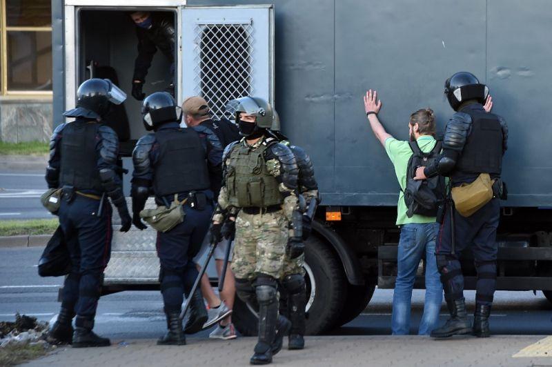 Újságírókat is őrizetbe vettek Fehéroroszországban