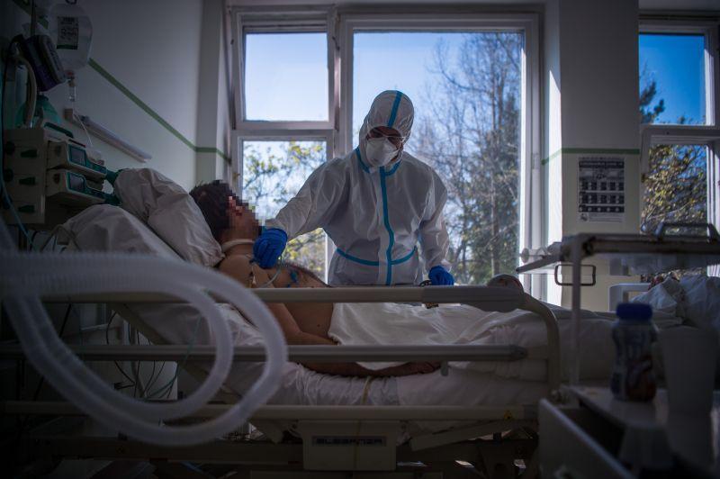 """Népszava: a Korányiban és a Szent Lászlóban olyan sok a beteg, hogy """"a lélegeztető kapacitás betelt"""""""