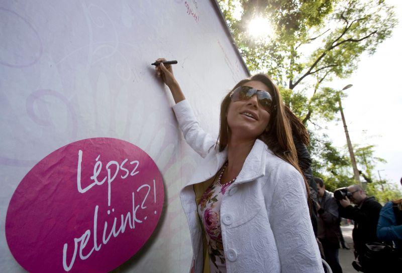 Horváth Éva neonzöld bikinije hipnotikus hatással vonzza a tekinteteket