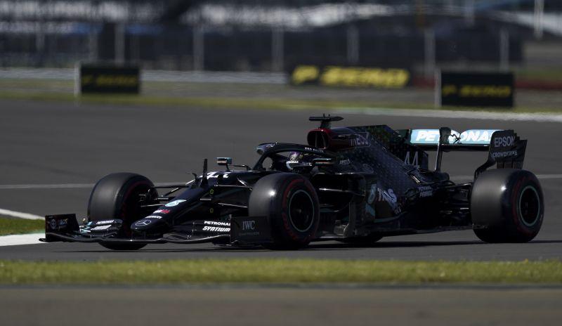 Hamilton volt a legjobb a Brit Nagydíj időmérőjén