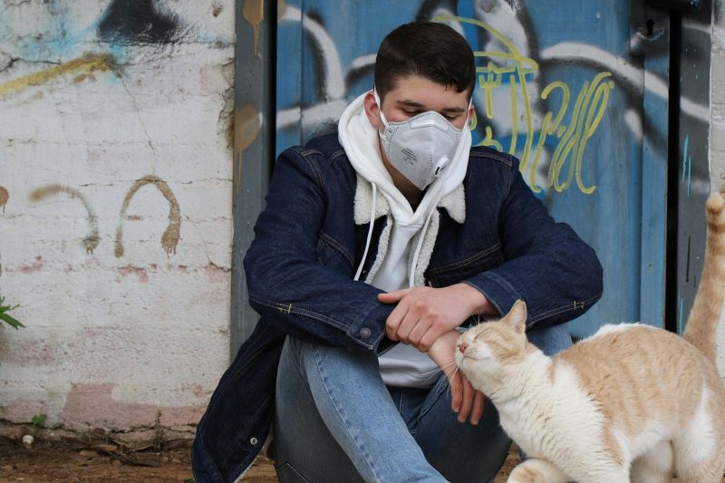 Négyen meghaltak, mert a vírustól rettegve megitták a kézfertőtlenítőt: riadót fájt a járványügy
