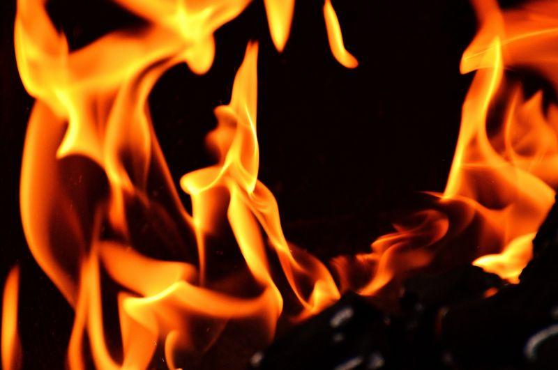 Szörnyű látvány: lángokban áll egy kamion, teljesen lezárták a 8-as főutat
