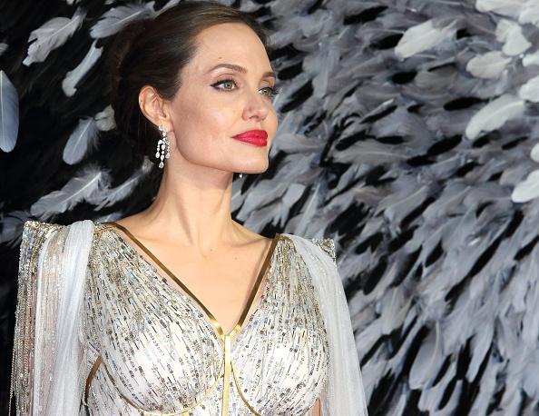 Látta már Angelina Jolie-t lenyírt hajjal?