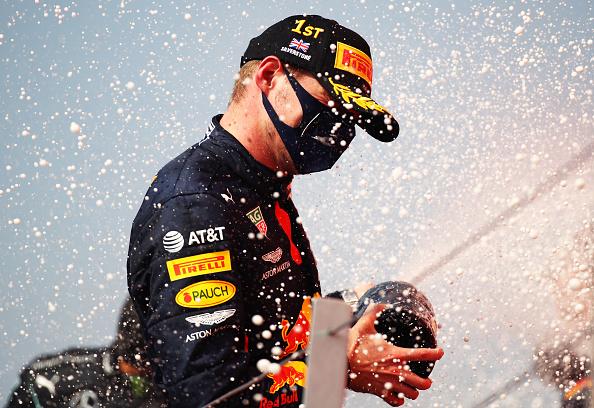 Verstappen nyert a jubileumi nagydíjon Silverstone-ban