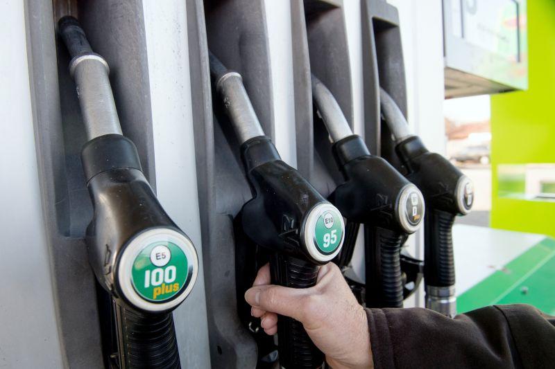 Újra elérheti a 400 forintot a benzin ára