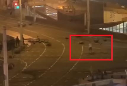 """Videó: nem saját """"bombájától"""", hanem egy rendőr lövésétől halhatott meg az első fehérorosz tüntető"""