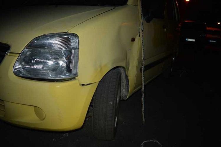 Tatabányán tolatgatott az ittas fővárosi férfi – két autó és egy motor bánta