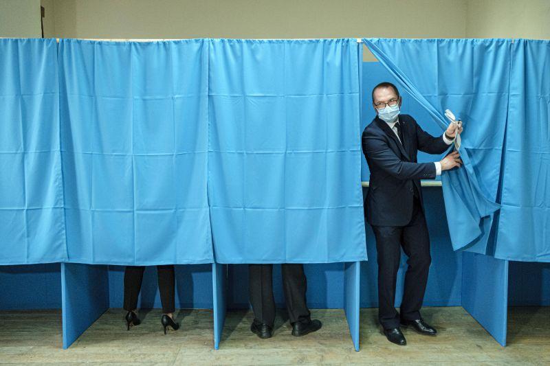 Román választások: egy olténiai településen a választók kétharmada olyan jelöltre szavazott, aki tíz napja meghalt