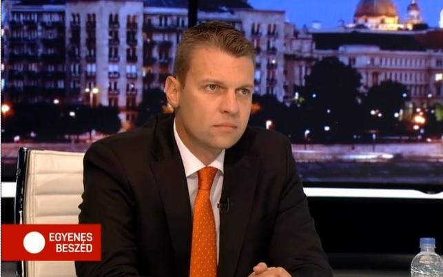 """Szijjártó államtitkára: """"Külügyminiszter úr még nem rúgott ki elég embert"""""""