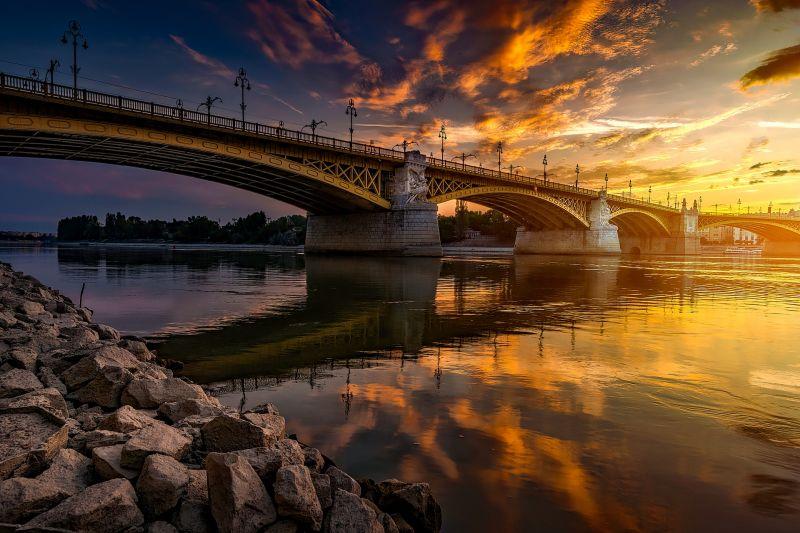 A magyar fővárost is felminősítette a Moody's