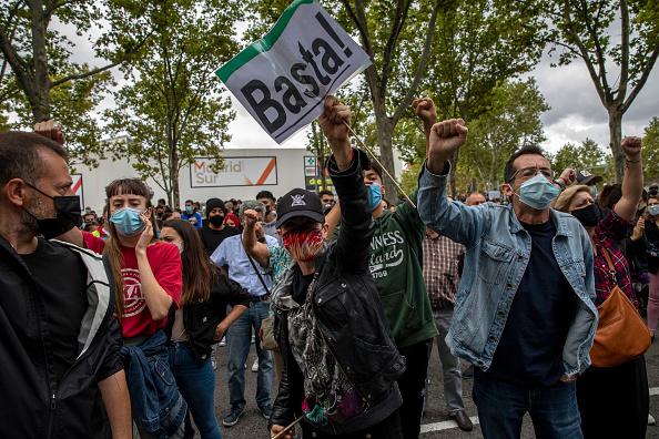Tüntetésekkel tiltakoznak a korlátozások ellen Madridban
