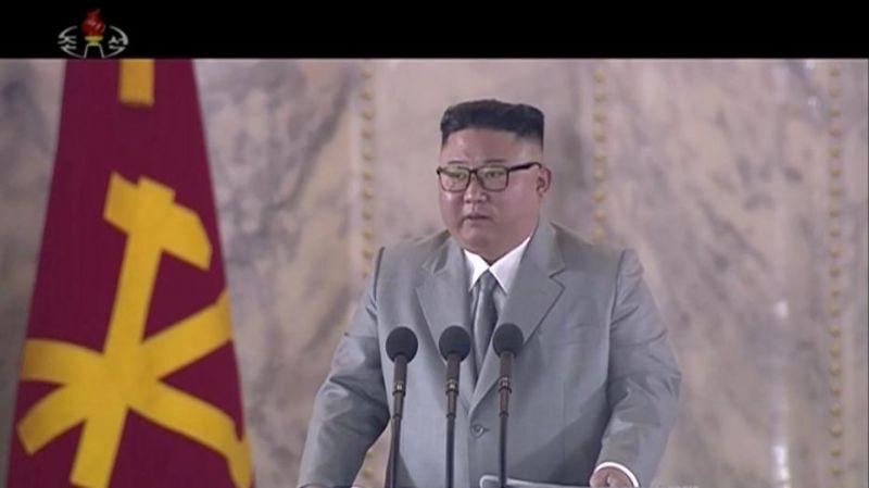 Elsírta magát Kim Dzsong-Un saját katonái előtt – VIDEÓ is készült az esetről – Ez állhat a dolog hátterében