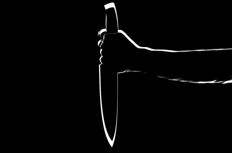 Késsel támadt áldozatára egy férfi Tatabányán