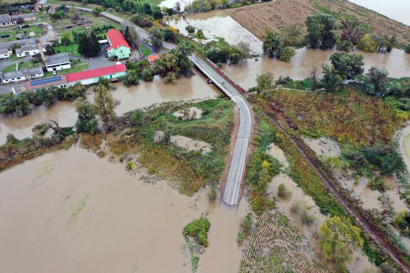 Tombol az árvízhelyzet Borsodban – még mindig óriási a káosz