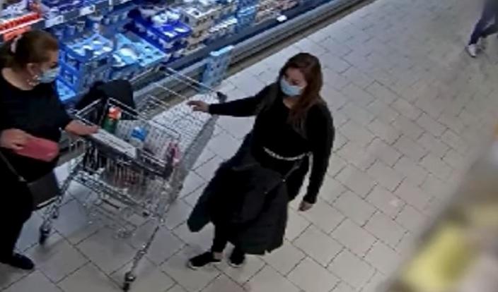 Fiatal lányok loptak pénztárcát egy budapesti üzletben – videón a pofátlan cselekedet