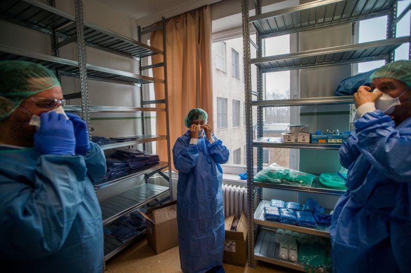 """Magyar orvos aggasztó üzenete: """"telt ház van a koronavírus-fertőzöttek miatt"""""""