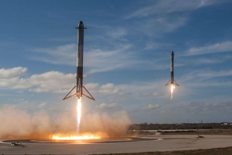 Elon Musk már a fegyverkezési versenybe is beszáll