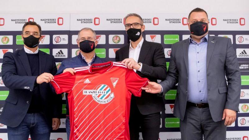 Az egyik leggazdagabb magyar is beállt a debreceni focicsapat mögé