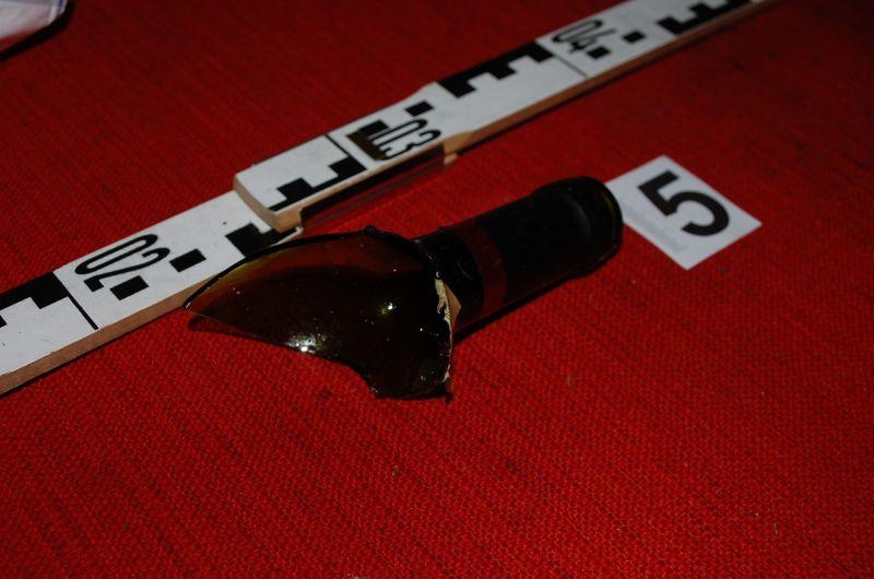 Törött üveggel támadt meg a testvérét egy férfi