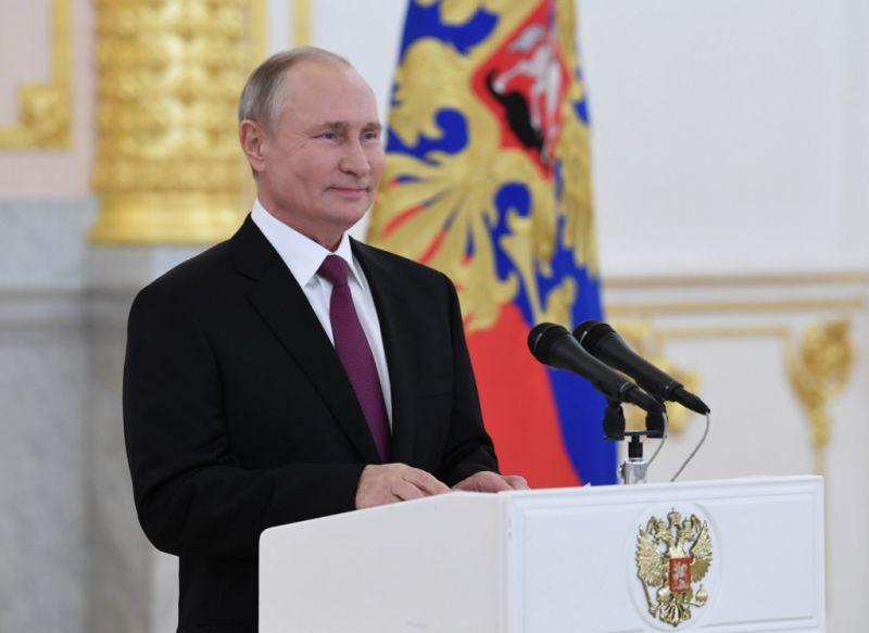 Putyin csak a hivatalos eredményhirdetés után gratulál a győztesnek