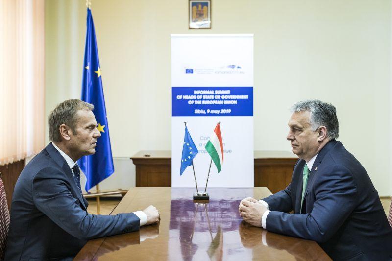 A volt lengyel kormányfő a jelek szerint már torkig van van Orbán pártjával