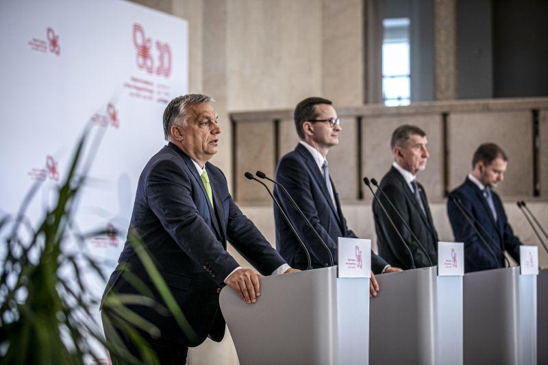 A csehek után a szlovákok is szembefordultak Orbánnal a jogállamiság ügyében: szétesik a V4-es szövetség?