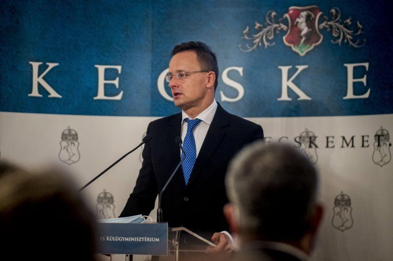 Mégis mit csinál a magyar hírszerzés? Semmit nem tudtak Szájer szexpartijáról, és ezért nem szóltak Szijjártónak?