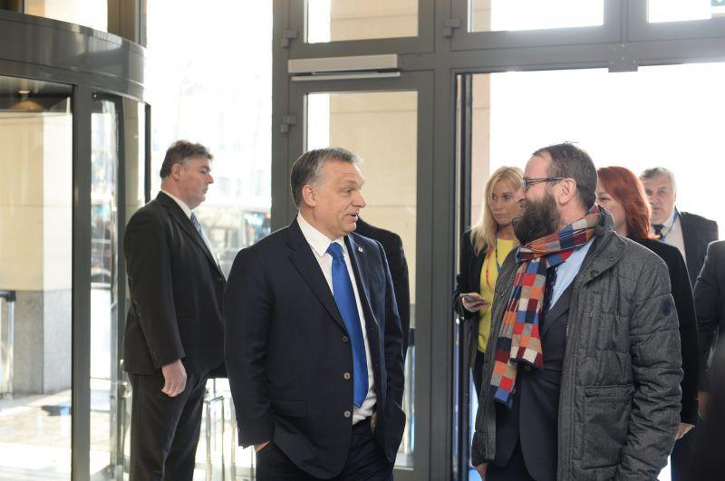 Az orgia házigazdája: Szájer azt mondta, hogy a saját otthonában is rendezett szexpartit