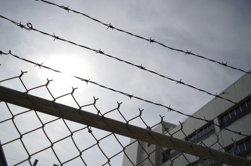 Rabok százait engedik szabadon a koronavírus-járvány miatt
