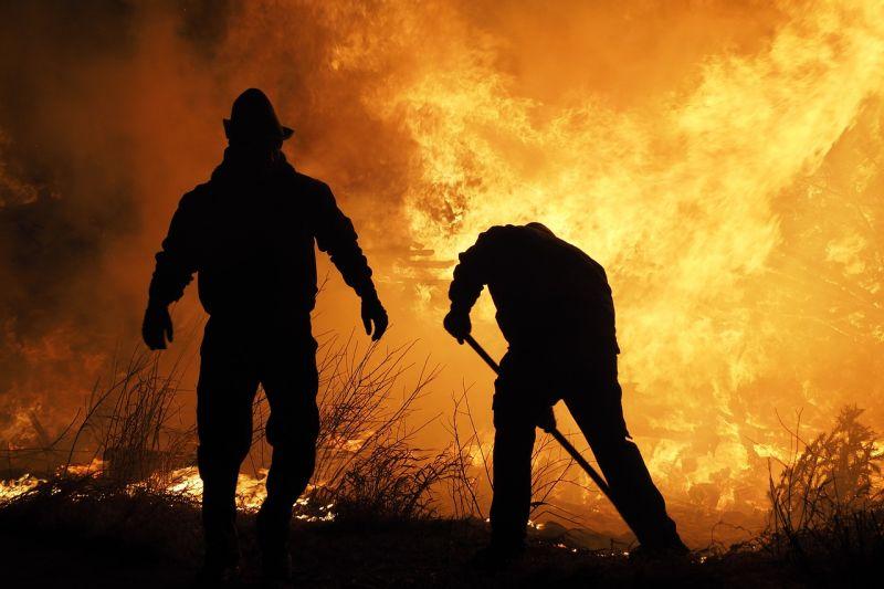 Tűz ütött ki az akkumulátorgyár több ezer négyzetméteres üzemcsarnokában Jászberényben, nincs jele veszélyes légszennyezésnek