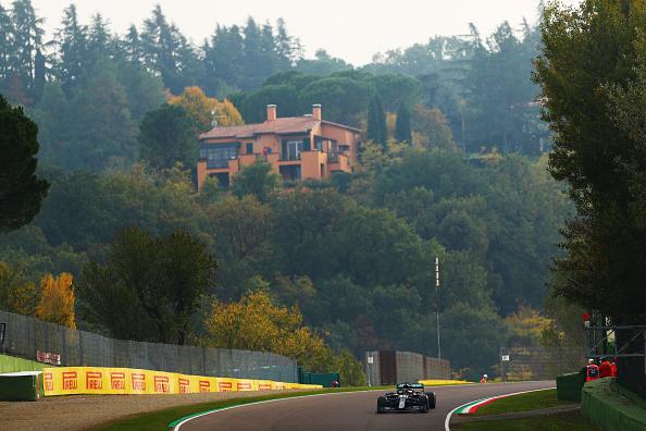 Hamilton nyert Imolában, a Mercedes már most világbajnok!