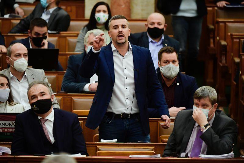Jakab Péter kényes témát feszegetett Orbánnal kapcsolatban, kikapcsolták a mikrofonját