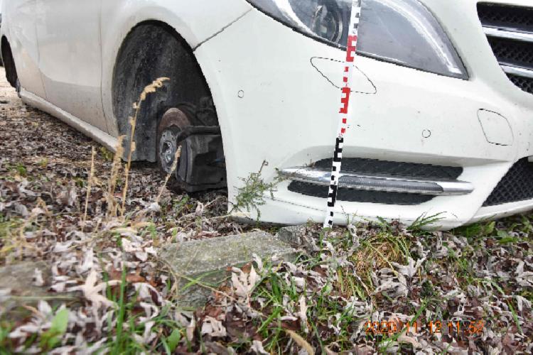 B. Csaba a kijárási tilalmat megszegve ment kilopni egy parkoló Mercedes kerekeit