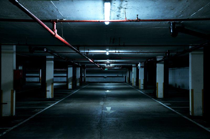 Vírus, vigyázz! A kormány ingyenessé tette estére a parkolóházak használatát