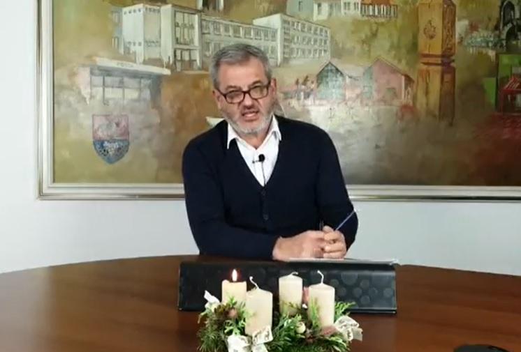Videó: így indokolta a fideszes polgármester a saját magának kiosztott 4 milliós jutalmát