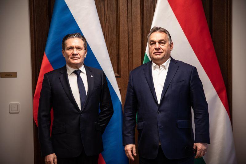 Kézfogással üdvözölte Orbán Viktor a Roszatom vezérigazgatóját