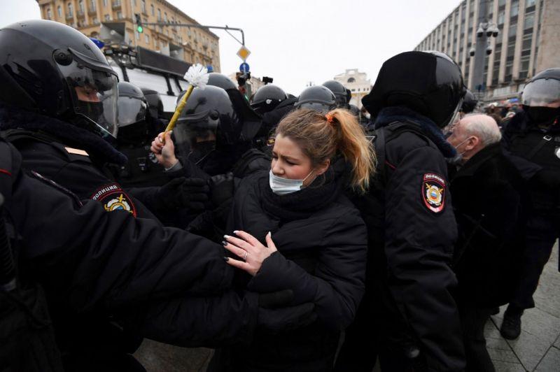 Több ezer Navalnij-szimpatizánst állítottak elő Oroszországban