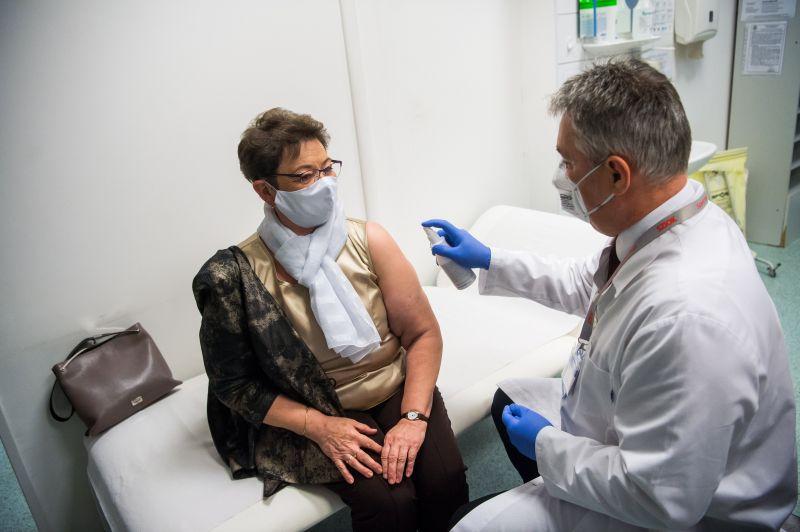 Müller Cecília szerint az oltási terv szerint halad a vakcináció