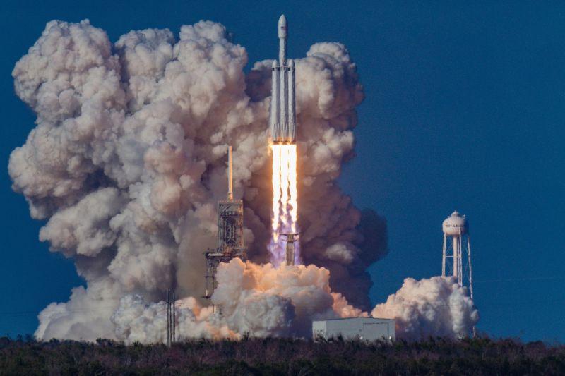 Durva! Elon Musk rakétája egyszerre 143 műholdat vitt a világűrbe