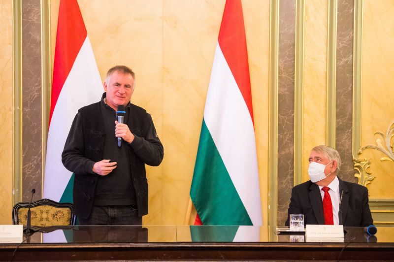 Böjte atya személyesen köszönte meg Káslernek, hogy elintézne neki a magyarországi kezelést