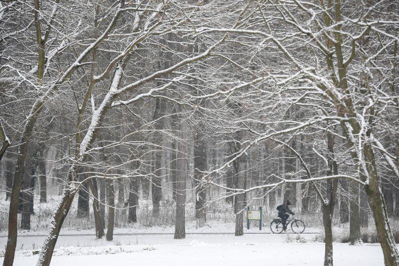 Kiadták a veszélyjelzést: havazás, ónos eső. szél nehezíti hamarosan az életünket