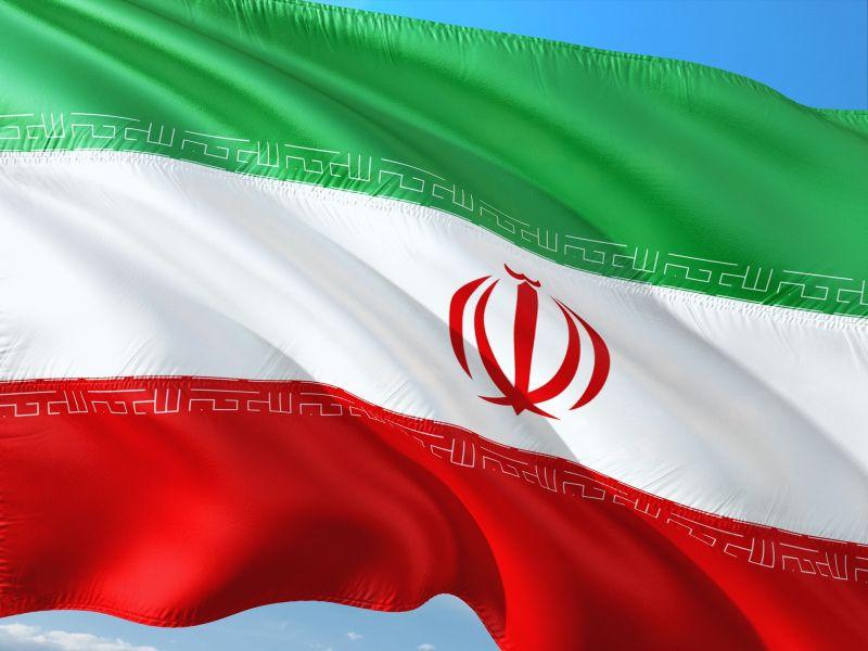 Irán keménykedik, veszélyes urándúsítás mellett hadgyakorlatba is kezdett