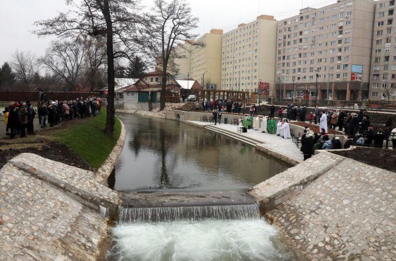 Vizet szenteltek Miskolcon