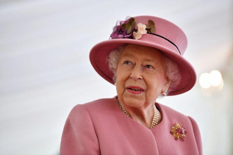 II. Erzsébet királynő megható gesztussal üzent a kórházban fekvő férjének