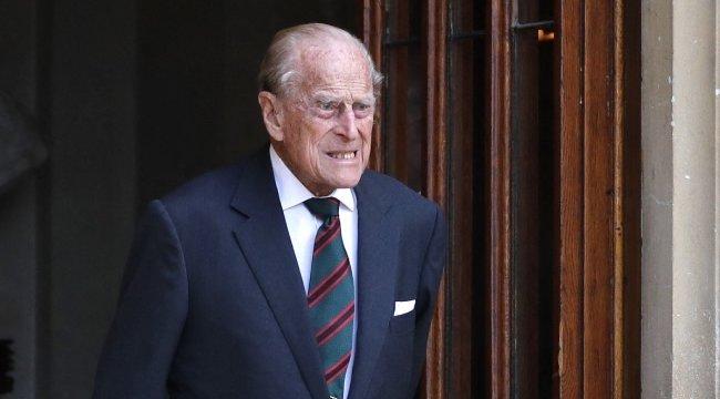 Kiderült mivel kezelik a brit uralkodó férjét, de részleteket nem árult el a palota