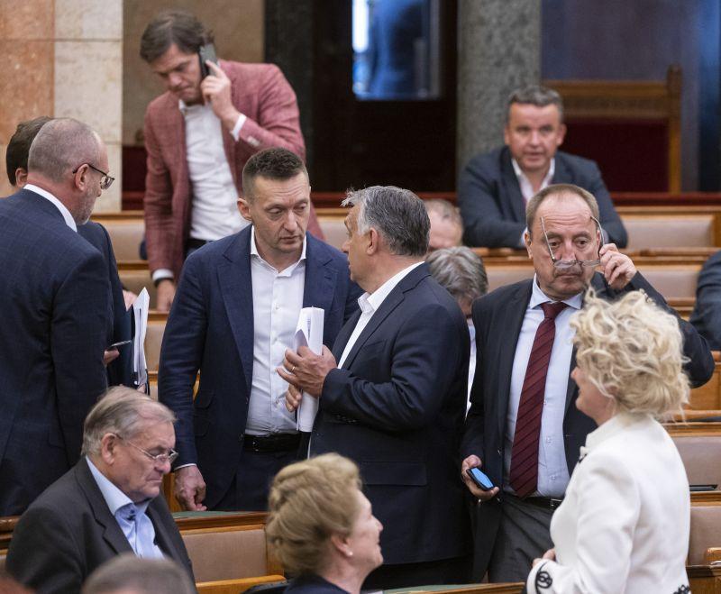 Telex: Orbán kérte Rogántól, hogy csinálják vissza Rogán Barbaráék botrányt keltő milliárdos földügyét