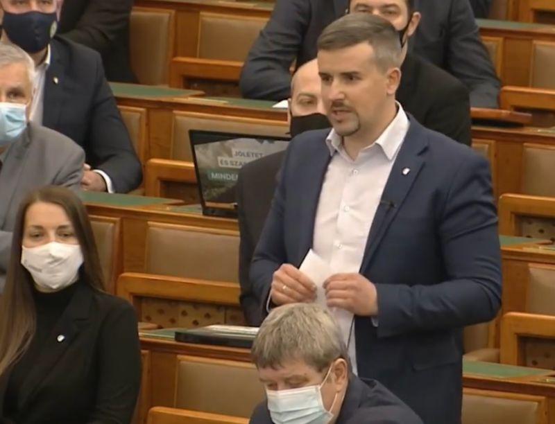 """Mészáros """"Lölő"""" is megkapta a magáét Jakab Pétertől a parlamentben"""
